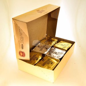 Villa General Belgrano - Süss - Caja de 12 Alfajores de Dulce de Leche Cubiertos de Chocolate Negro y Blanco