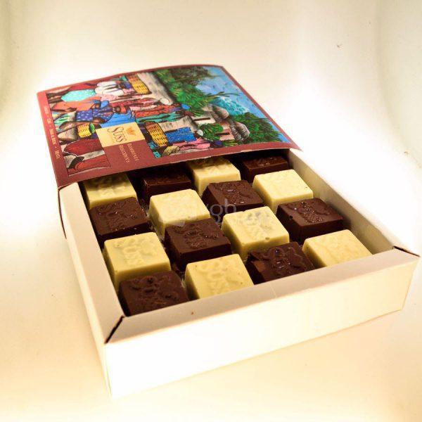 Villa General Belgrano - Süss - Caja de 16 Bombones Macizos de Chocolate Artesanal Negro y Blanco 1